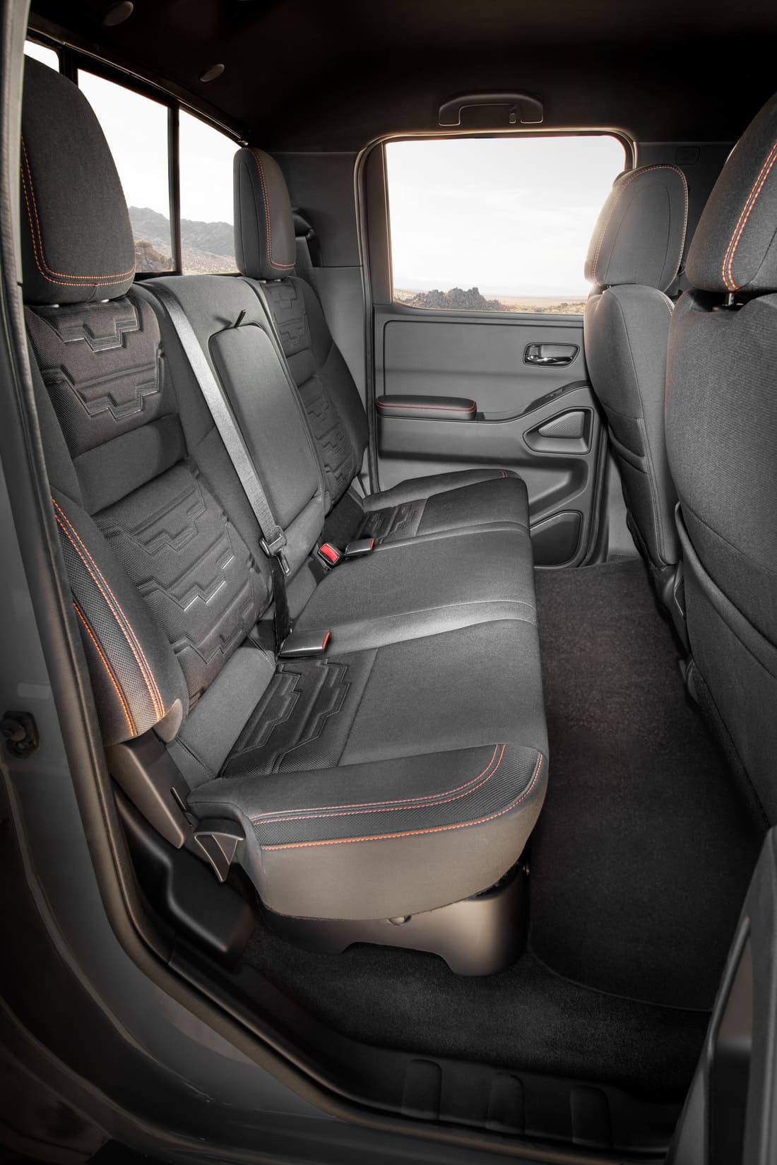 интерьер Nissan Frontier 2022 года