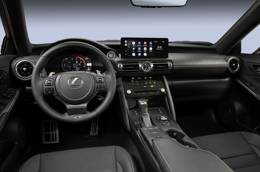 салон Lexus IS 500 F Sport Performance 2022