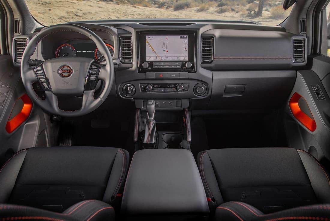 салон Nissan Frontier 2022