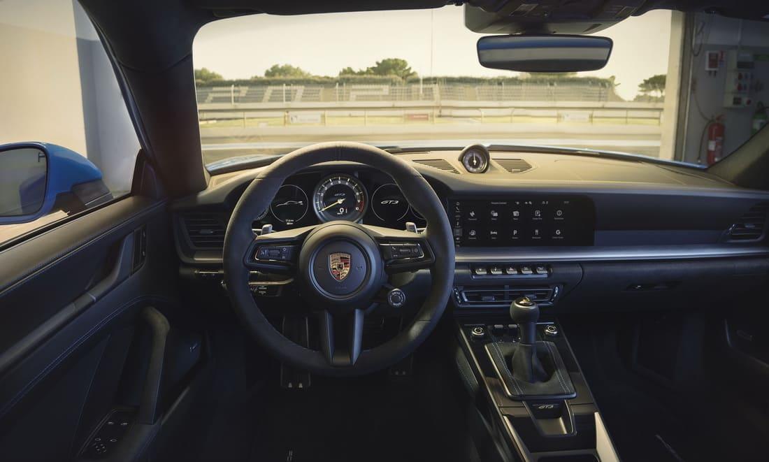 салон Porsche 911 GT3 2022