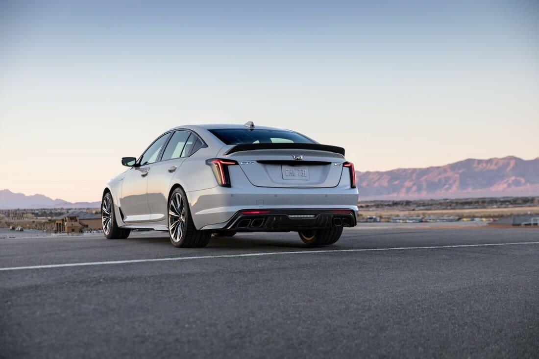 задние фонари Cadillac CT5-V Blackwing 2022