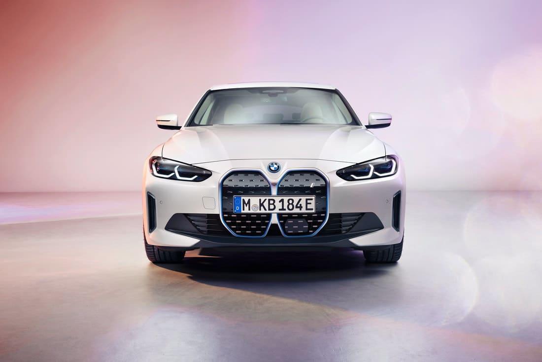фары, бампер BMW i4 2022