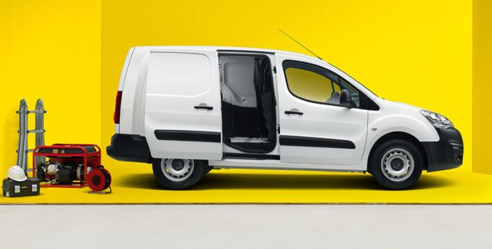 Opel Combo Cargo 2021 российской сборки сбоку