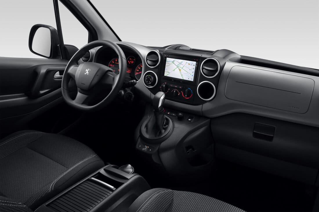 салон Peugeot Partner Crossway 2021