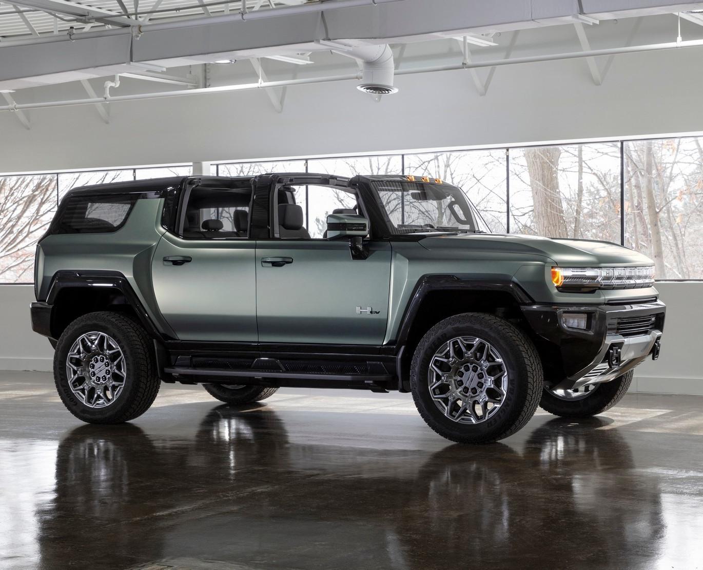 Hummer EV SUV 2024 сбоку