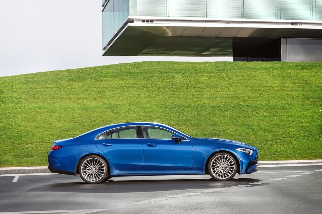 Mercedes CLS 2022 сбоку