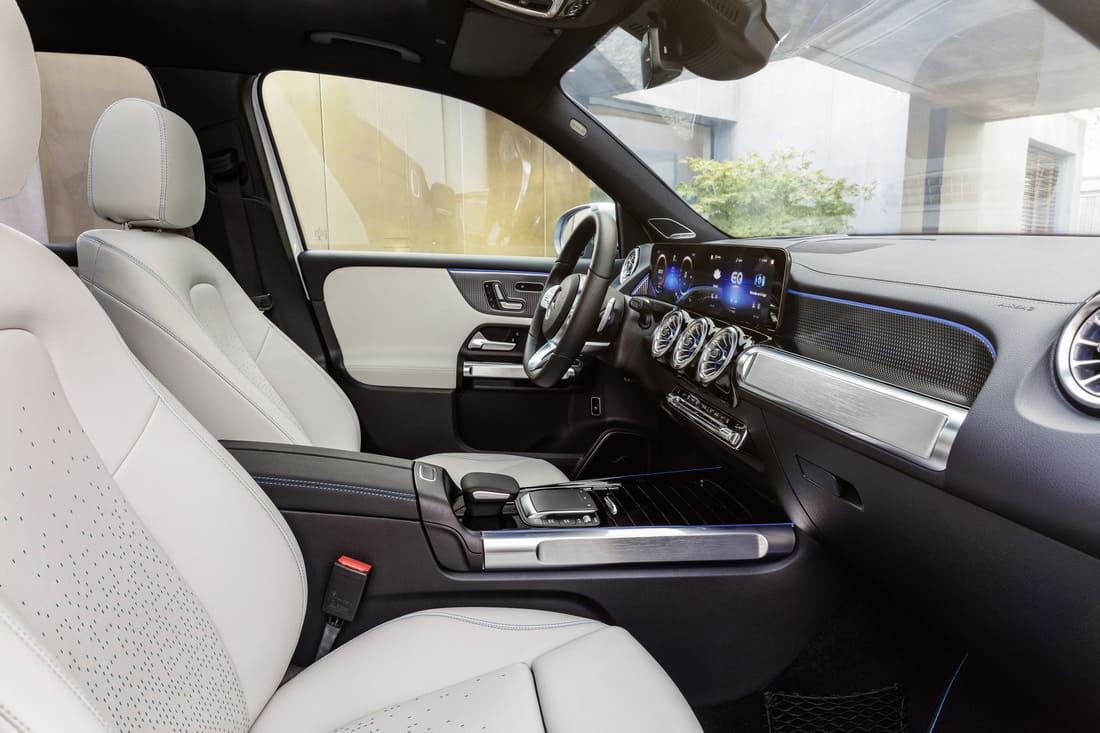 Mercedes EQB 2022 интерьер