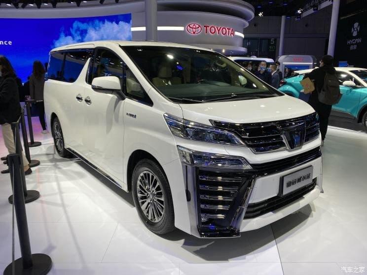 минивэн Toyota Crown Vellfire 2022 фото