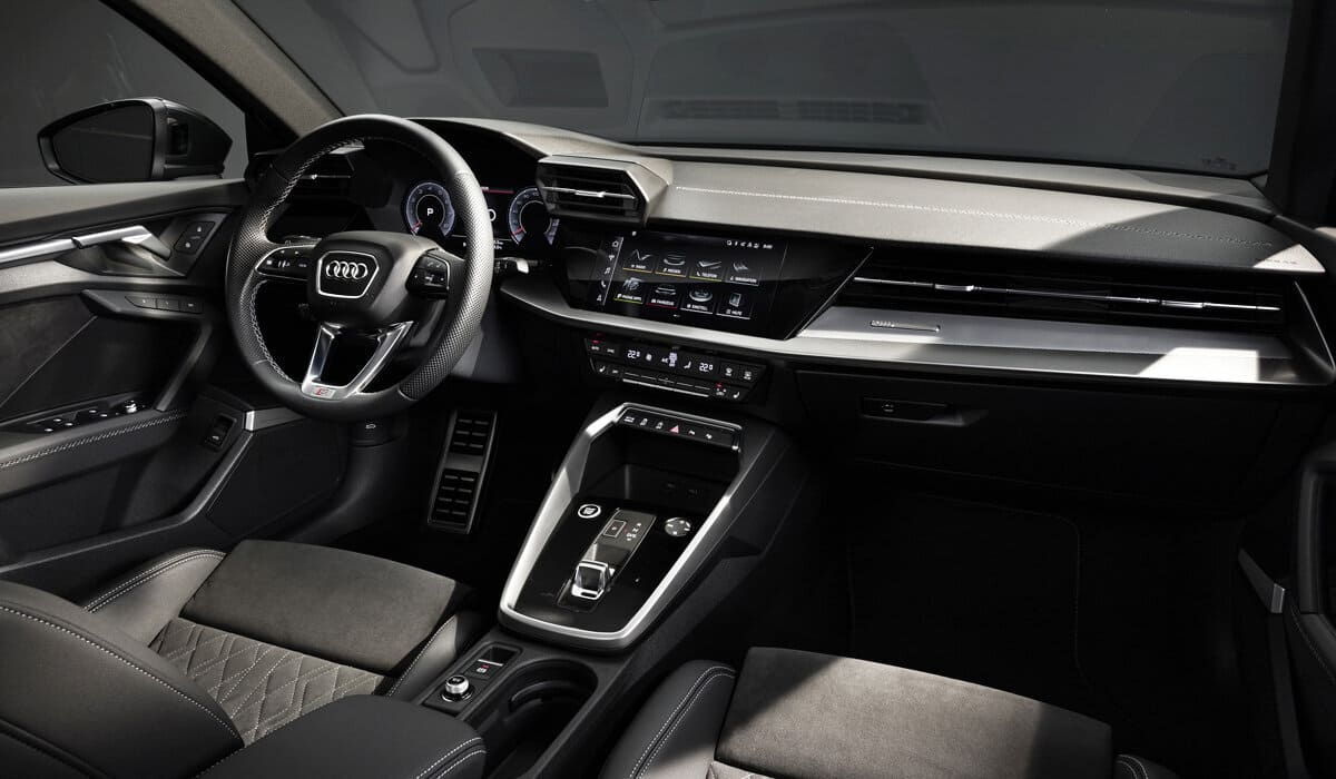 седан Audi A3 2021-2022 салон