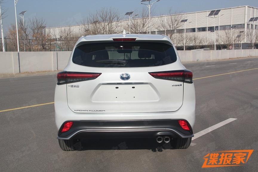 задние фонари Toyota Crown Kluger 2022