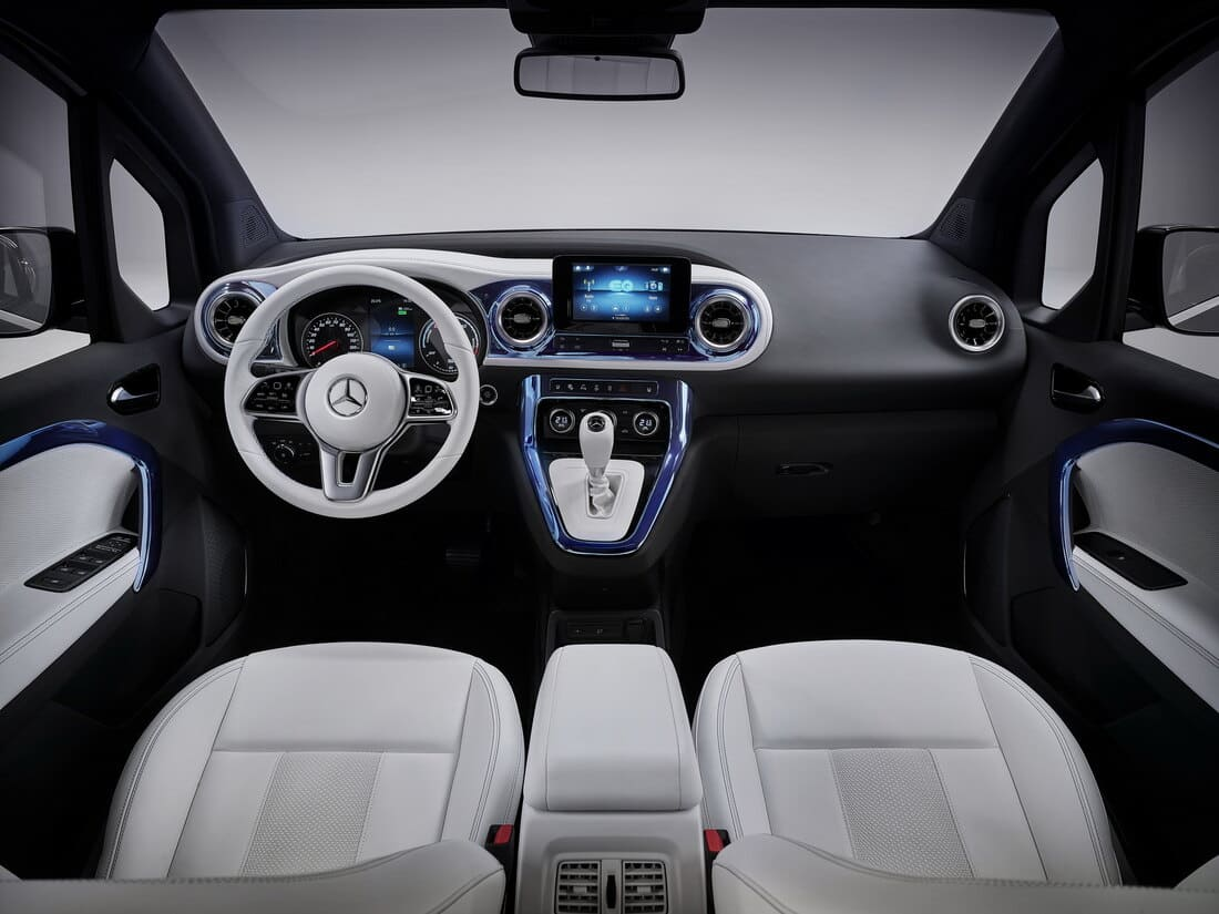 салон Mercedes EQT 2022