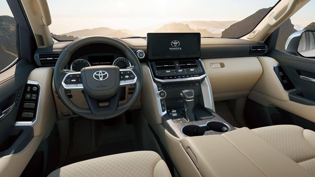 салон Toyota Land Cruiser 300 2022 видео