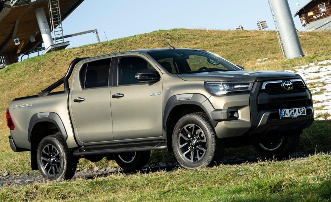 Toyota Hilux 2021 - самый продаваемый пикап в России