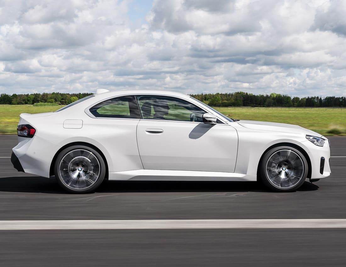 купе BMW 2 Series 2022 сбоку