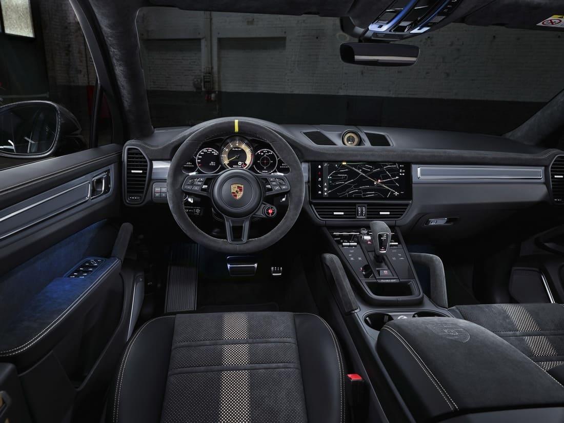 салон Porsche Cayenne Turbo GT 2022
