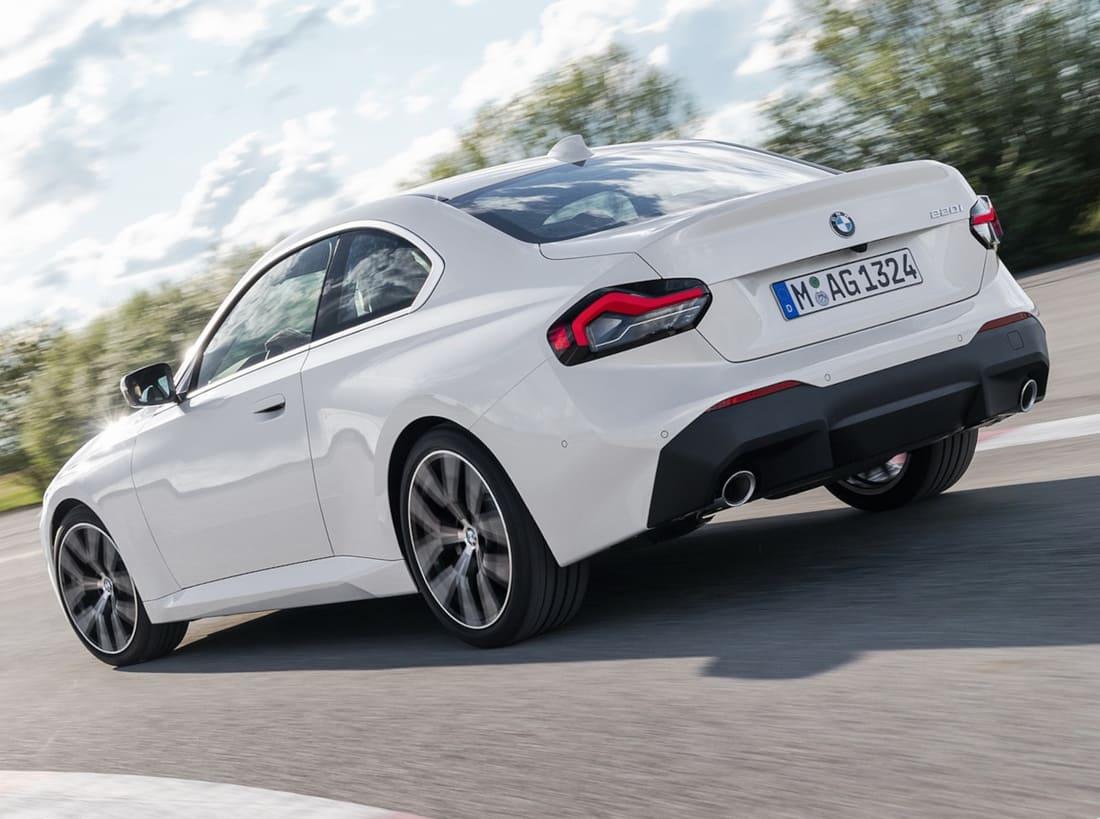 задняя часть купе BMW 2 Series 2022
