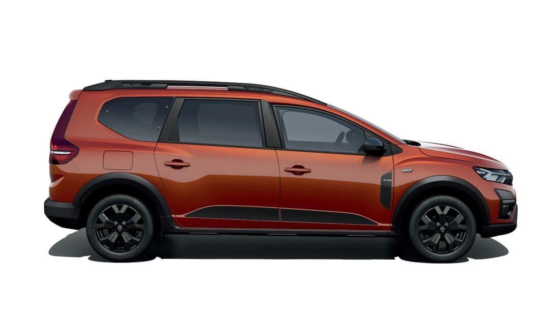 Dacia Jogger 2022 сбоку