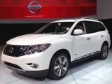 Гибридный Nissan Pathfinder 2014 года