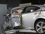 Новые краш-тесты престижных автомобилей (видео)