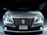 Новый Toyota Crown 2013: фото, характеристики, видео